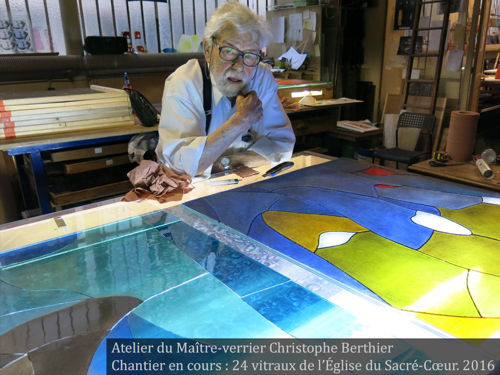 Arcabas dans l'atelier du maître-verrier Christophe Berthier