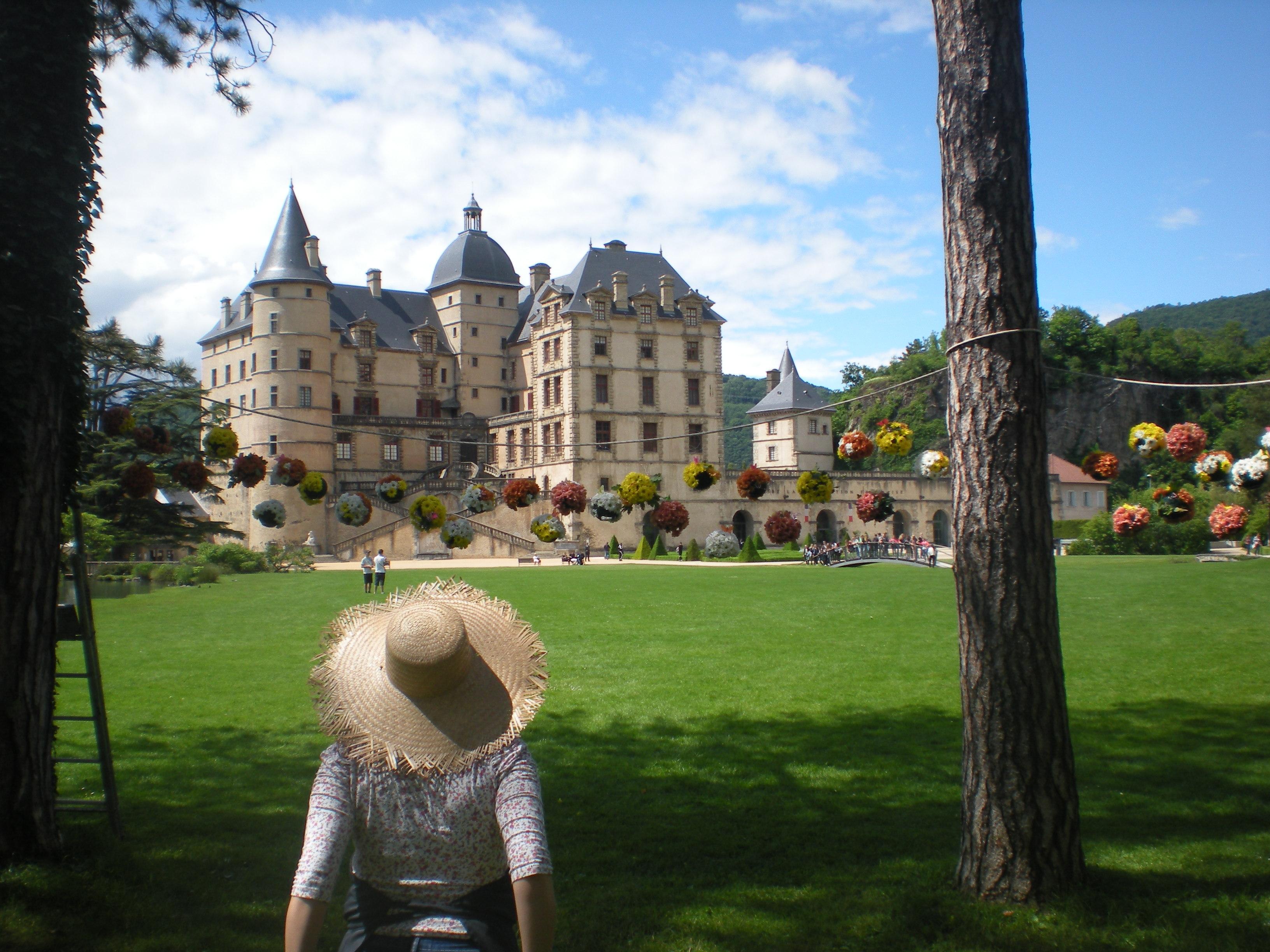 Vue du château de Vizille depuis le parc du Domaine.