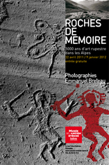 Exposition : Roches de mémoire. 5000 ans d'art rupestre dans les Alpes. Photographies Emmanuel Breteau